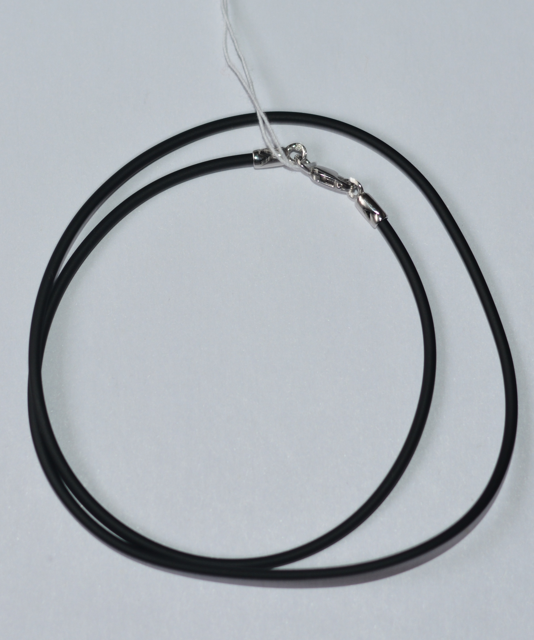 Шнурок из каучука 0,2 см. (с серебряной застежкой).