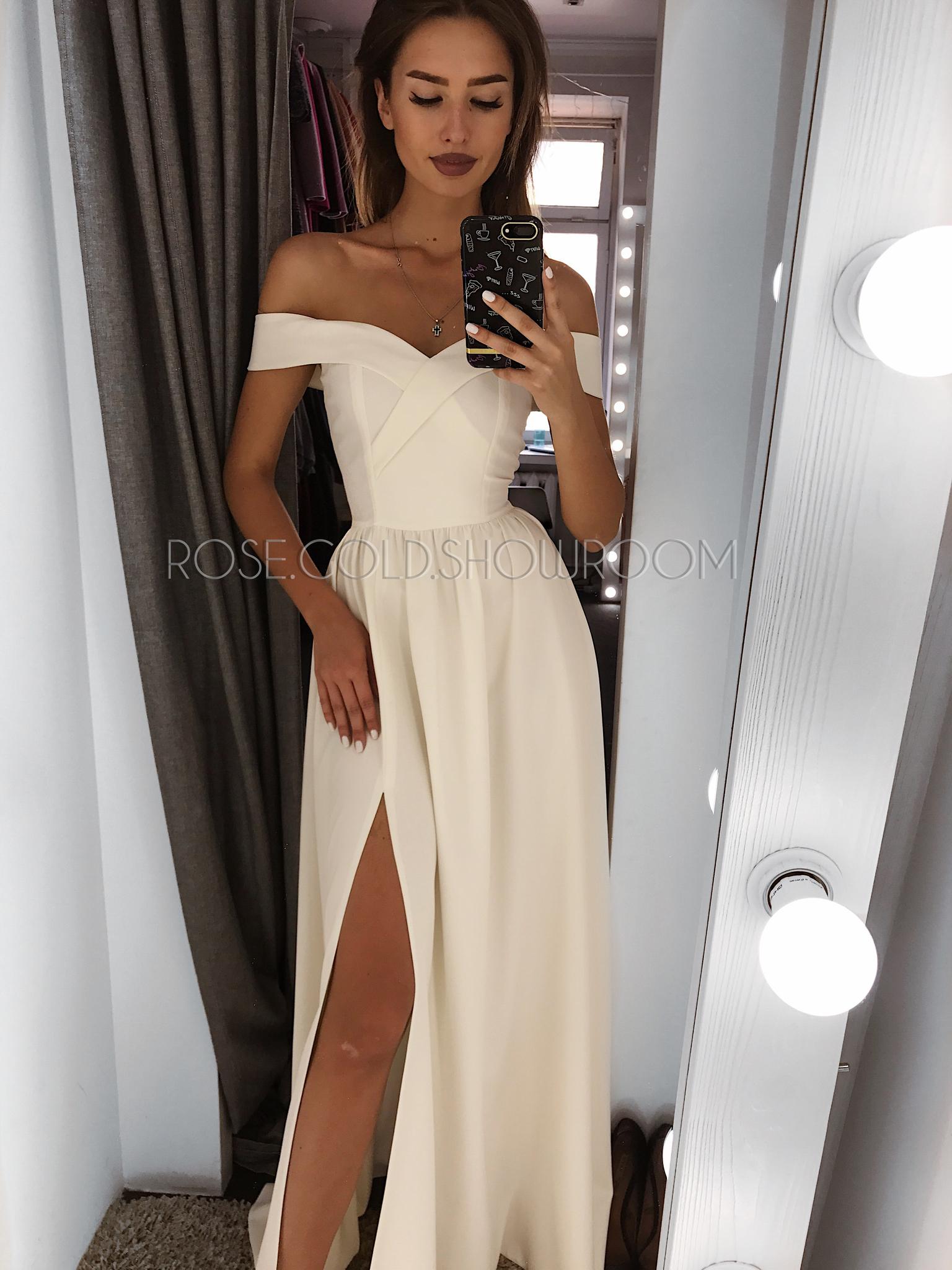 522673db171 Платье с открытыми плечами и разрезом на ноге винное - описание ...