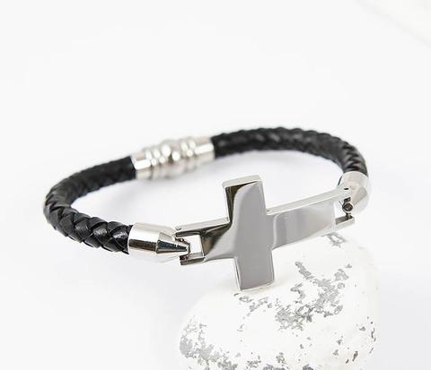Кожаный браслет со стальным крестом