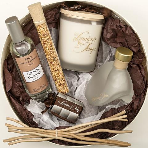 Круглая подарочная коробка,диам.24 см.содержит диффузор 100, свечи. спрей, ароматизированные гранулы