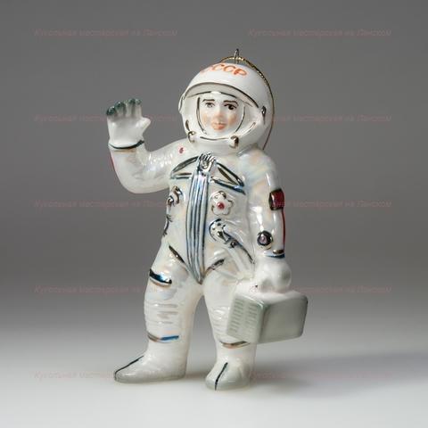 Космонавт с чемоданом