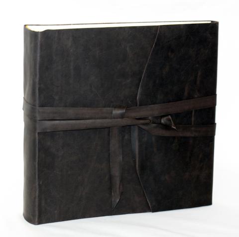 Кожаный фотоальбом
