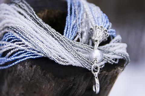 Бисерный галстук, 18 нитей, серебристо-голубой