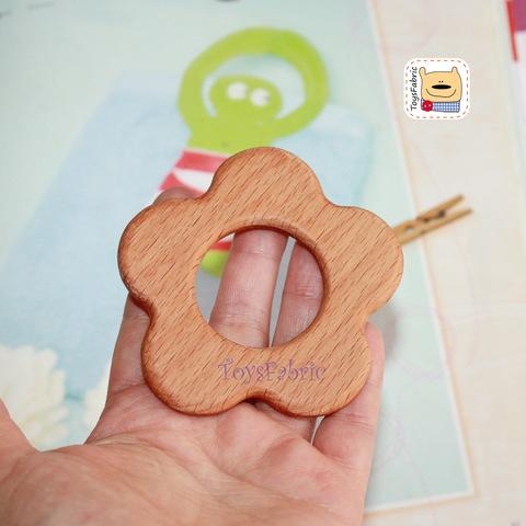Грызунок деревянный (бук) 7,5х7,5см Цветочек ГР04