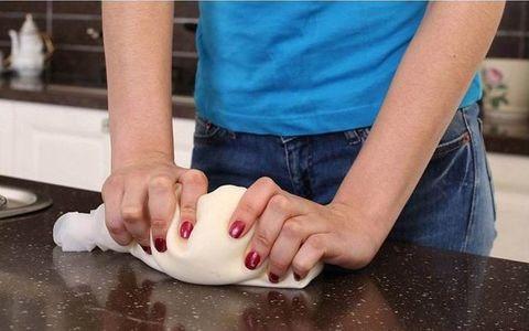 Силиконовый мешок для замешивания теста сохранит вашу кухню и руки ...