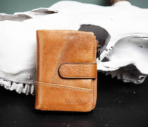 Вместительный мужской кошелек из натуральной кожи на застежке