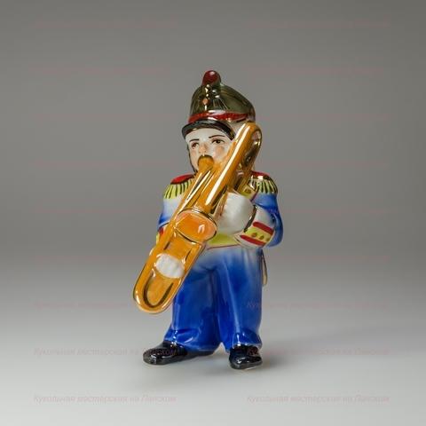 Музыкант с тромбоном - фарфоровая игрушка