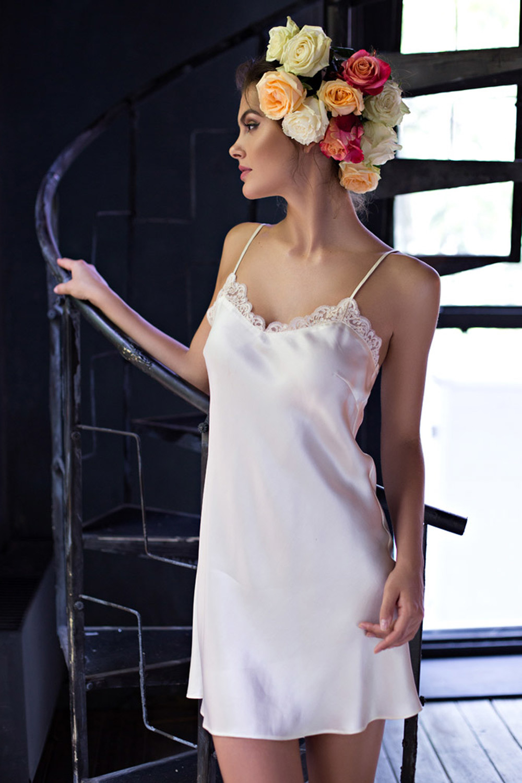 Шелковая женская сорочка кремовая (Короткие сорочки)