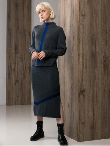 Black female skirt made of 100% wool with cuts - фото 4