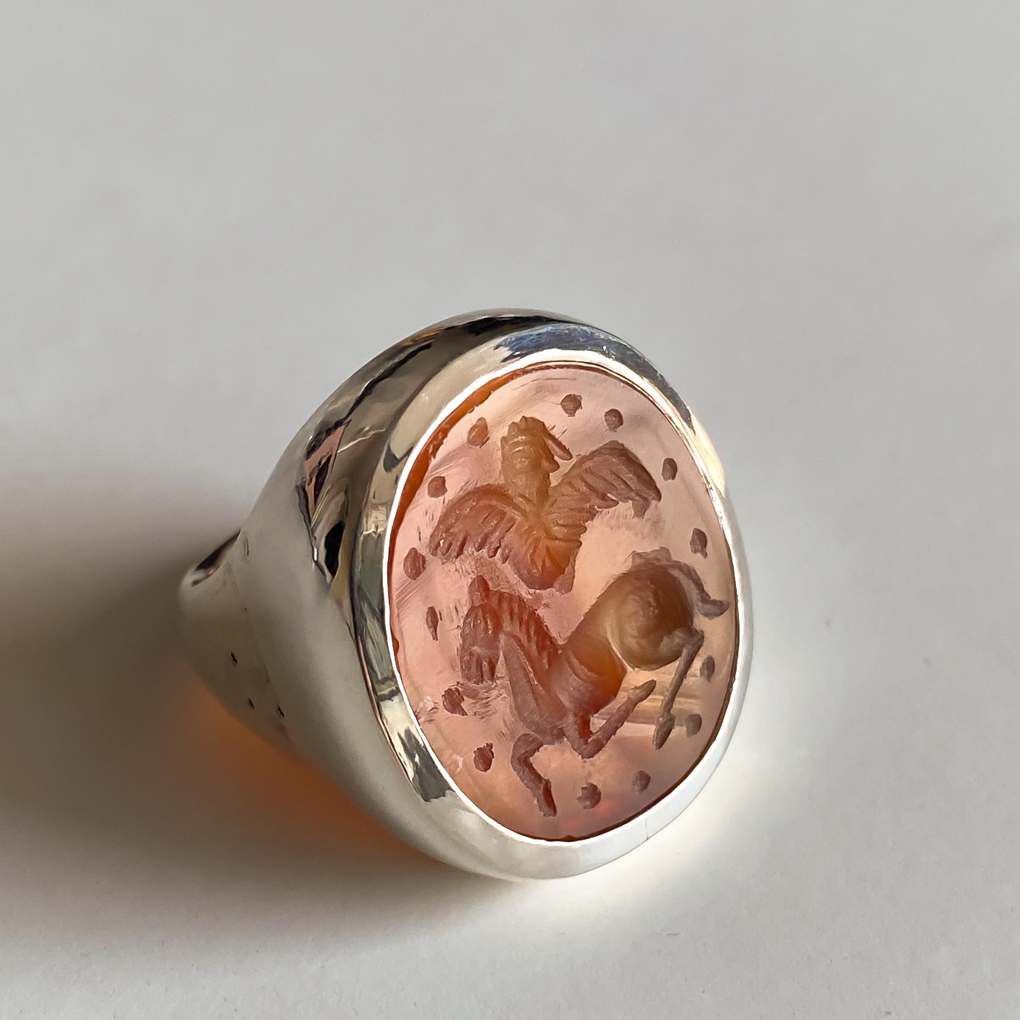 Кольцо-печатка с инталией 17 (сердолик, овал, конь и птица)
