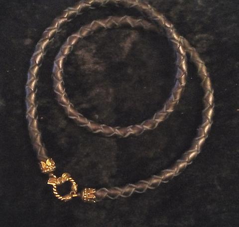 Шнур толстый кожаный плетёный 9 мм 69-72 см с бронзовым замком (отдельно) для массивных кулонов RH00916BZ