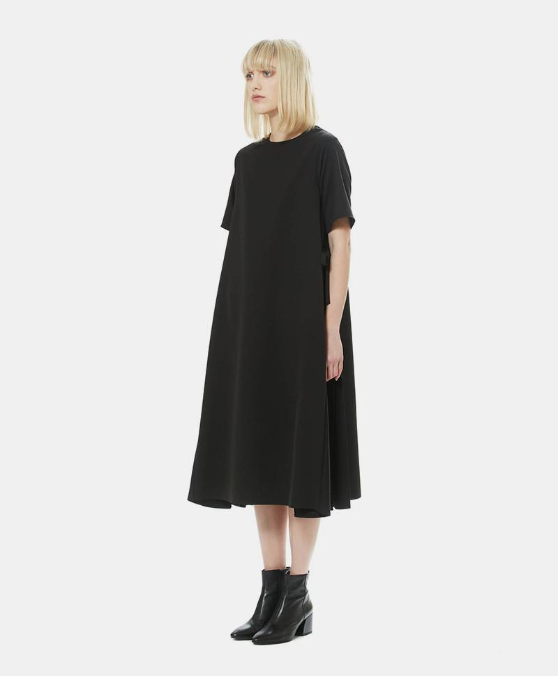 Платье с плиссированной вставкой