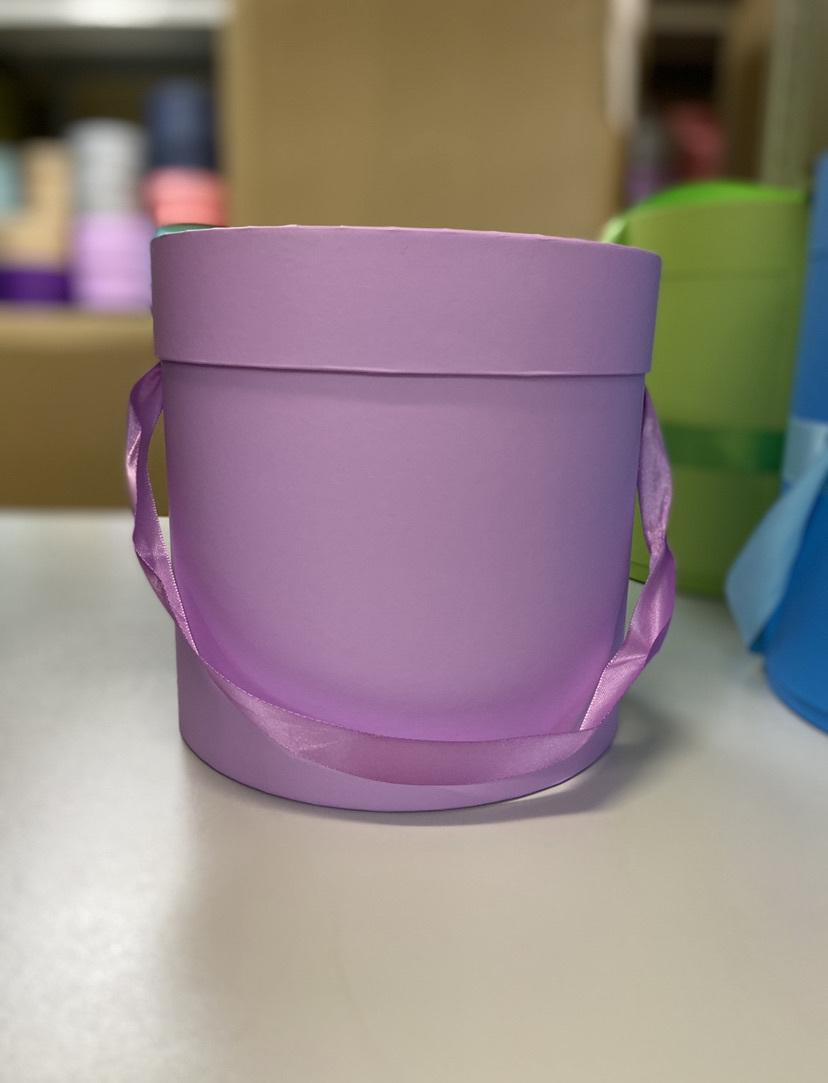 Шляпная коробка эконом вариант 18 см . Цвет:Светло  лиловый  . Розница 300  рублей .
