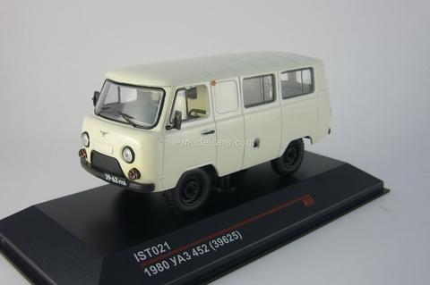 UAZ-452 Minibus 39625 light grey 1980 IST021 IST Models 1:43