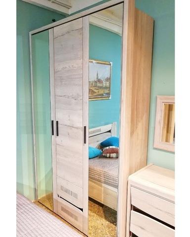 Шкаф 3-х дверный МАГАДИНО