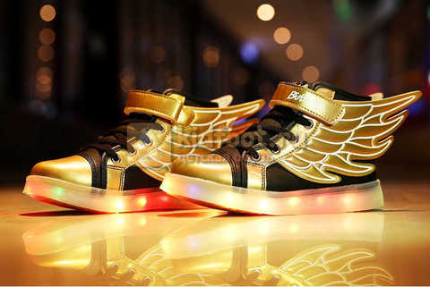 Светящиеся кроссовки с крыльями с USB зарядкой Бебексия (BEIBEIXIA), цвет черный золотой, светится вся подошва. Изображение 2 из 20.