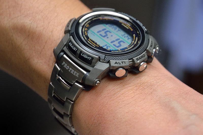 Часы по сегодняшний день в идеальном состоянии, нареканий не каких нет.