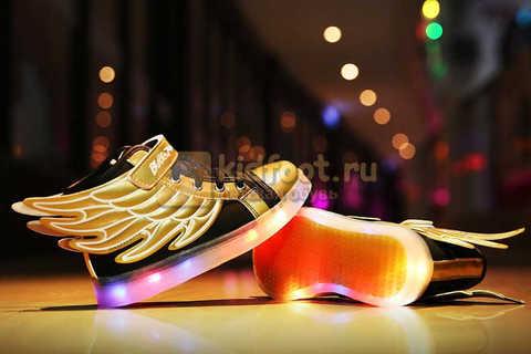 Светящиеся кроссовки с крыльями с USB зарядкой Бебексия (BEIBEIXIA), цвет черный золотой, светится вся подошва. Изображение 5 из 20.
