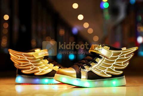 Светящиеся кроссовки с крыльями с USB зарядкой Бебексия (BEIBEIXIA), цвет черный золотой, светится вся подошва. Изображение 6 из 20.