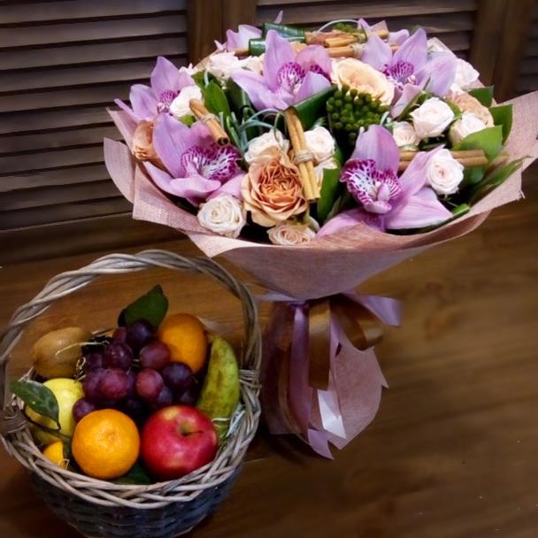 Дизайнерский букет с орхидеей купить в Перми