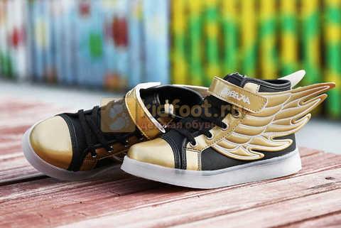 Светящиеся кроссовки с крыльями с USB зарядкой Бебексия (BEIBEIXIA), цвет черный золотой, светится вся подошва. Изображение 7 из 20.