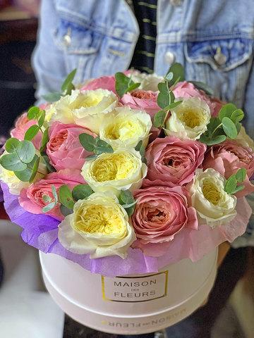 Ароматные Пионовидные розы в коробке