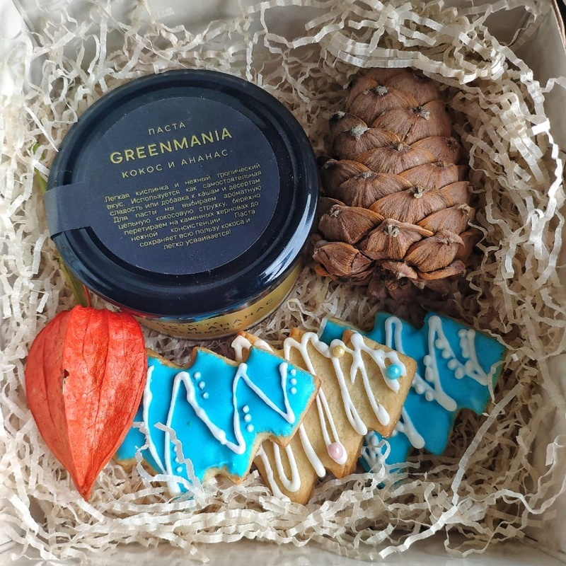 Фотография Набор подарочный с шишкой и печеньями