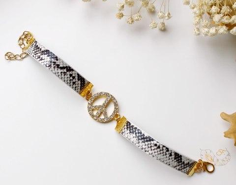 """Шнур (искусств. кожа), 10х2 мм, """"Змея"""", цвет - серый, 1,1-1,2 м (Браслет под золото. Пример)"""