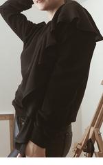 Свитшот с воланом черный