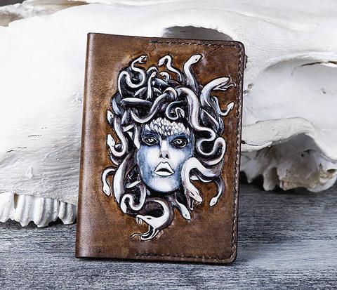 BC171 Кожаная обложка на паспорт Медуза Горгона