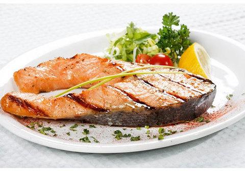Стейк лосося в маринаде