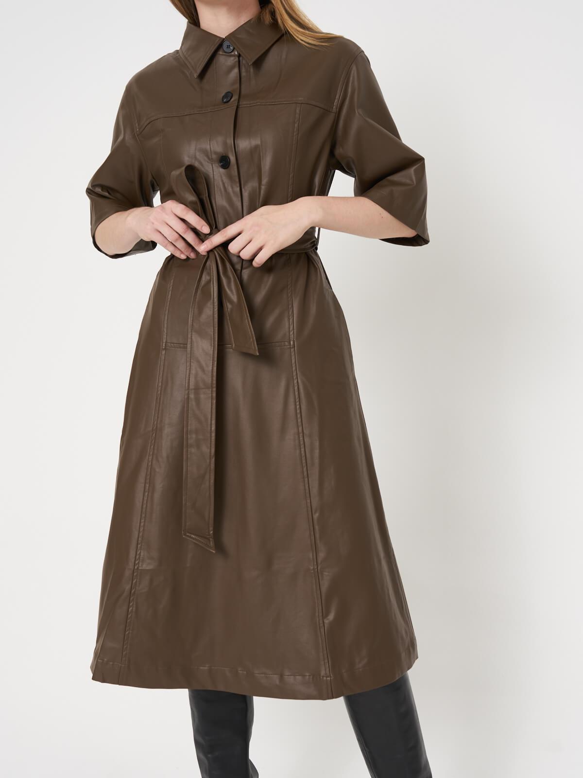 Платье из экокожи на пуговицах