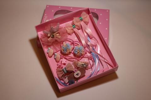 Набор резинок и заколок в подарочной коробке (арт.5003)