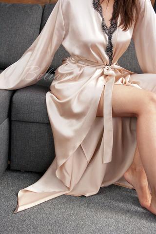 Женский пеньюар халат макси из натурального шелка цвета шампань (бежевый)
