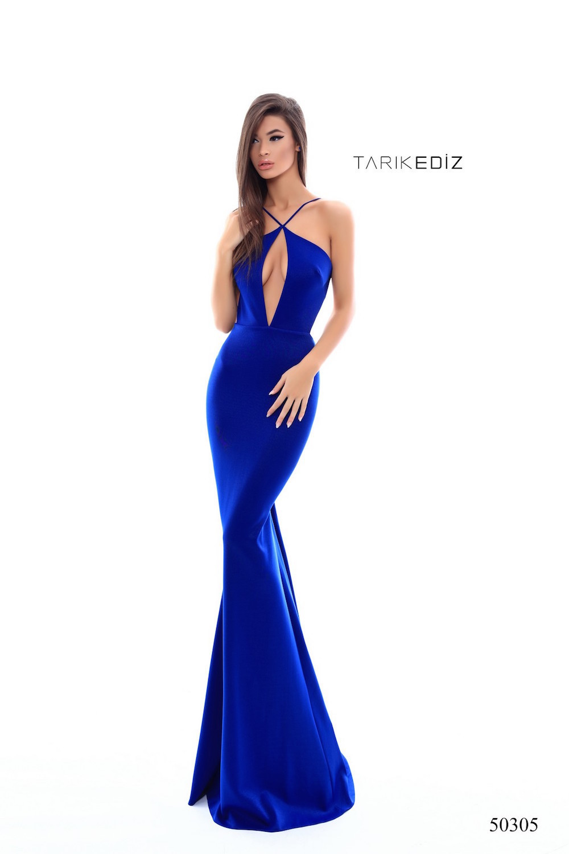 Синее платье от Tarik Ediz 50305 с глубоким вырезом декольте, длинное со шлейфом