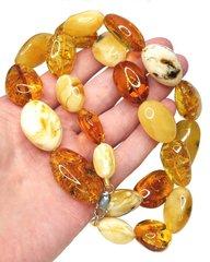 крупные бусы из природного янтаря разных цветов