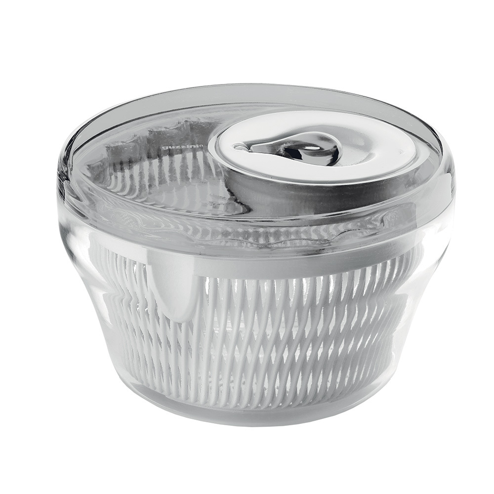Сушилка для салата Guzzini My Kitchen маленькая серая 16910092Посуда Guzzini (Италия)<br>Сушилка для салата My Kitchen состоит из крышки с крутящейся ручкой, внутреннего фильтра и контейнера. Поместите в неё только что вымытый салат и раскрутите ручку. Во время вращения вся лишняя влага осядет на дне сушилки, пройдя через фильтр. Всего несколько секунд и зелень готова к употреблению. Так же сушилка прекрасно подойдет для размораживания - вся накапливаемая влага будет стекать на дно контейнера, а продукты не будут лежать в воде. При желании контейнер можно использовать отдельно, без фильтра и крышки, для сервировки и хранения салата. <br>Сушилка легко разбирается и собирается, поэтому её удобно хранить в шкафу.&amp;nbsp,&amp;nbsp,Диаметр - 22 см. Можно мыть в посудомоечной машине.<br>