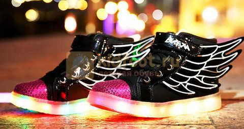 Светящиеся кроссовки с крыльями с USB зарядкой Бебексия (BEIBEIXIA), цвет черный розовый, светится вся подошва. Изображение 4 из 20.