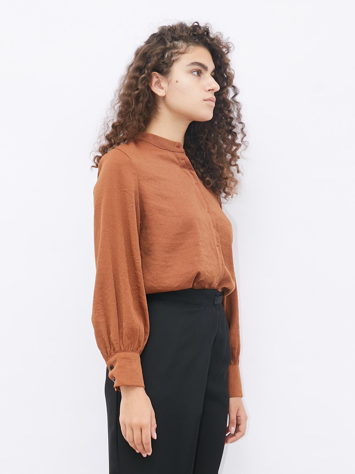 Блуза на пуговицах с воротником стойкой