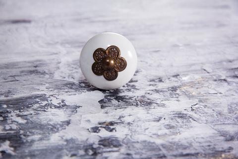 Ручка мебельная керамическая  - белая с медным цветком, арт. 00001007