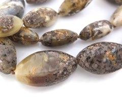 бусы из природного янтаря с оттенком нефрита