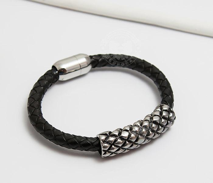 Spikes, Мужской браслет «Spikes» с крупной металлической вставкой двойной мужской браслет из кожи черного цвета