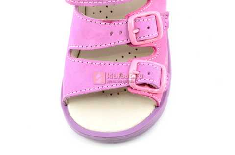 Босоножки Тотто из натуральной кожи с открытым носом для девочек, цвет сирень розовый. Изображение 10 из 12.