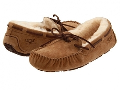 /collection/rasprodazha/product/ugg-moccasins-dakota-for-women-chestnut-s-mehom