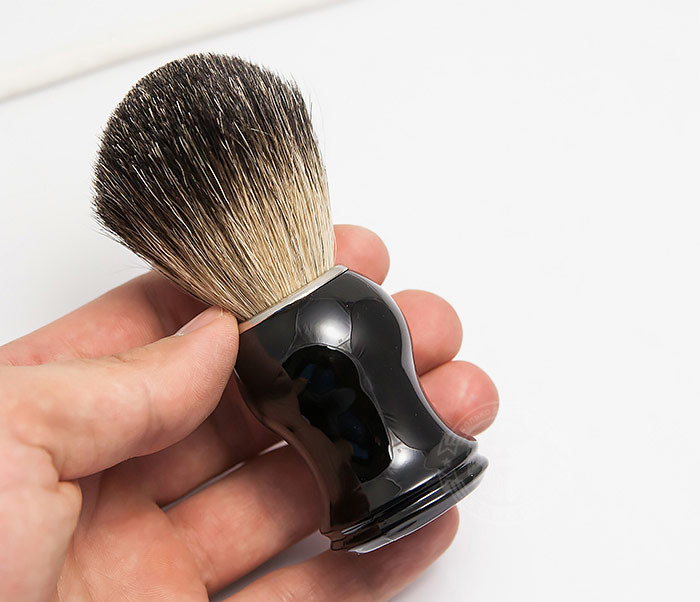 RAZ305-1 Помазок из волоса барсука с рукояткой черного цвета фото 04