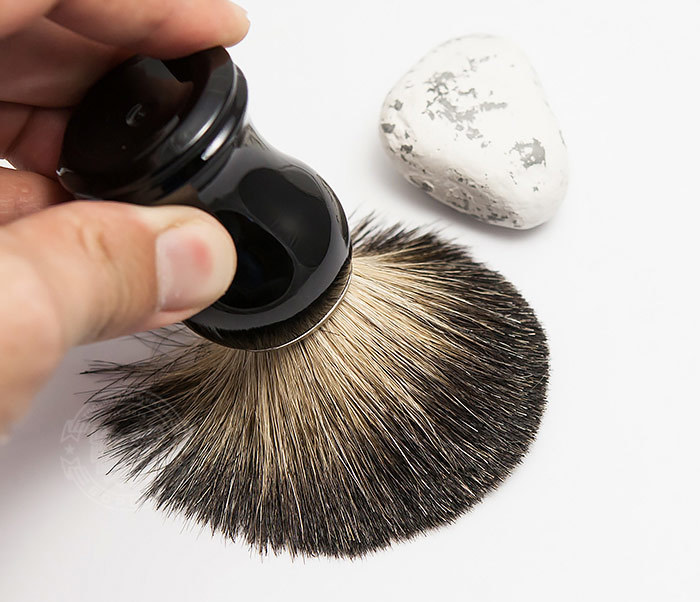 RAZ305-1 Помазок из волоса барсука с рукояткой черного цвета фото 06