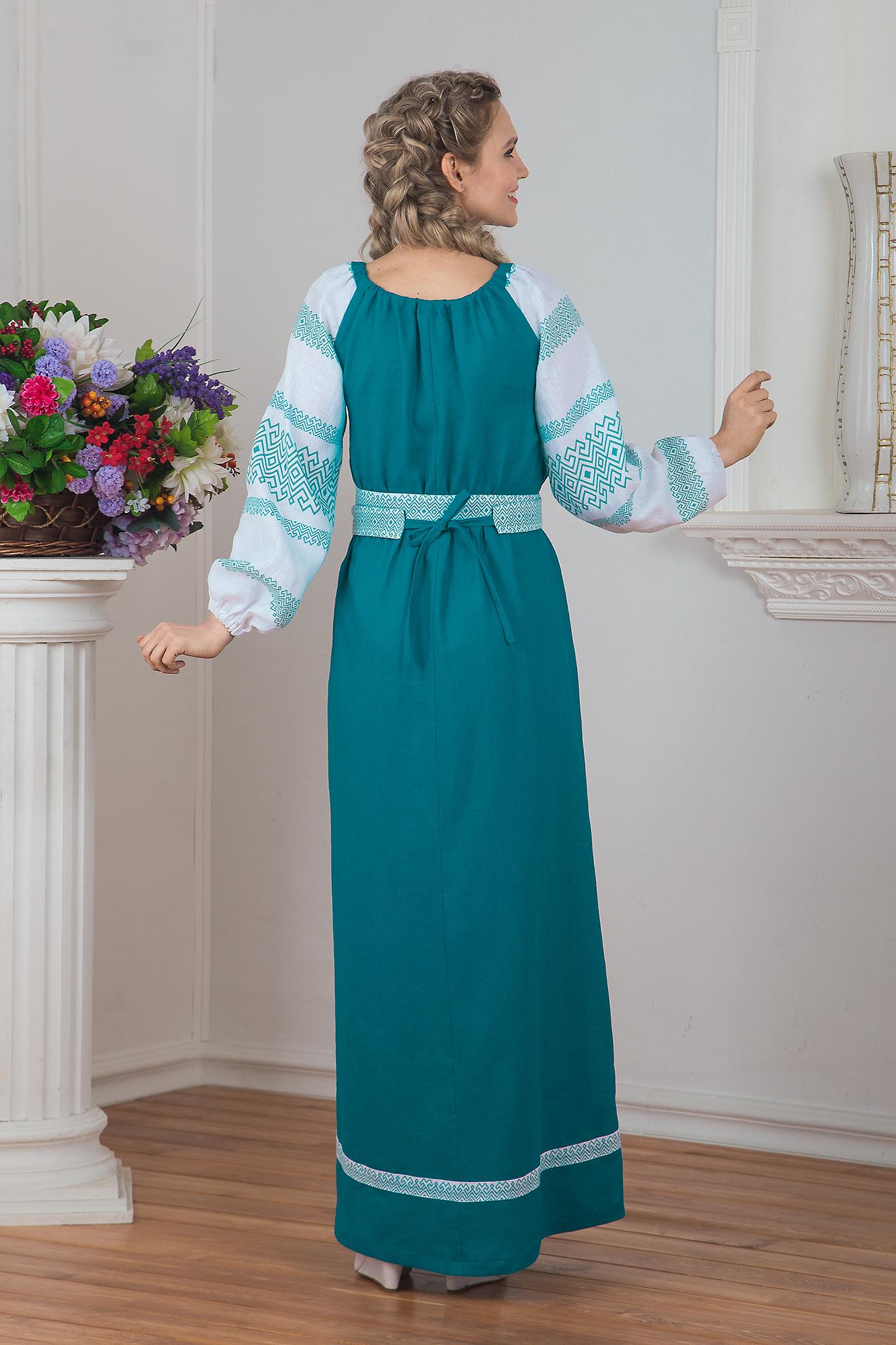 Традиционное платье Заморское вид сзади