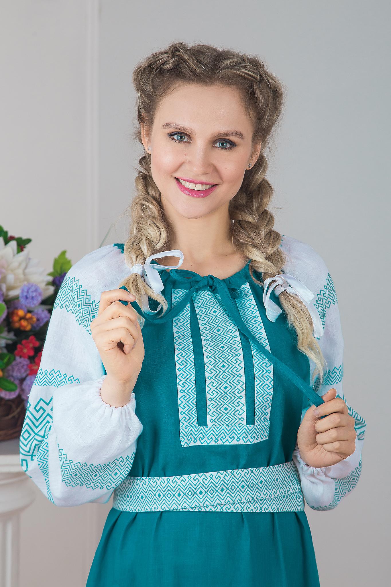 Традиционное платье Заморское приближенный фрагмент