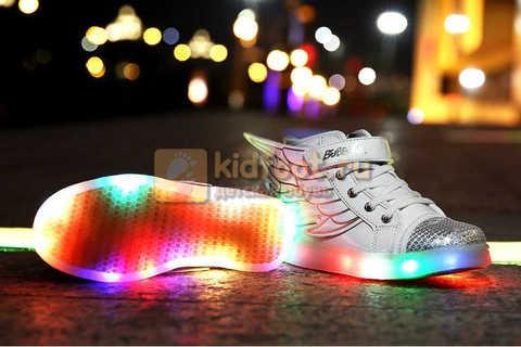 Светящиеся кроссовки с крыльями с USB зарядкой Бебексия (BEIBEIXIA), цвет белый серебряный, светится вся подошва. Изображение 4 из 18.
