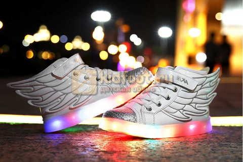 Светящиеся кроссовки с крыльями с USB зарядкой Бебексия (BEIBEIXIA), цвет белый серебряный, светится вся подошва. Изображение 5 из 18.